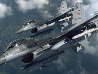 Suriyeli subay: Rusya'nın hava operasyonları moral verici